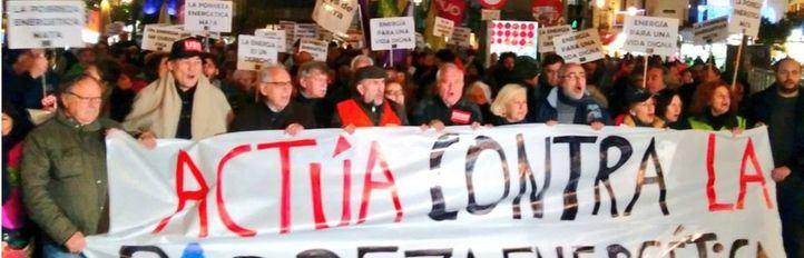 Decenas de personas, contra la pobreza energética