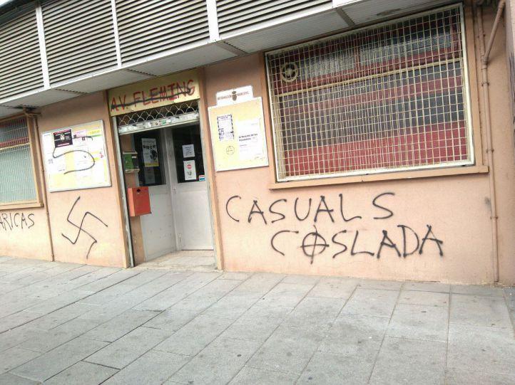 Aparecen pintadas neonazis en el local vecinal Fleming