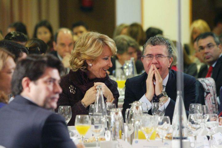 Esperanza Aguirre y Francisco Granados en un acto del PP de Madrid en Getafe en 2010.