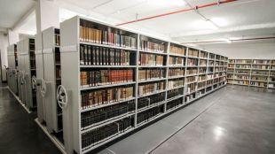 Foto de archivo de la biblioteca histórica municipal en el Centro Conde Duque.
