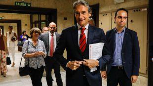 El ministro de Fomento, Íñigo de la Serna, el consejero de Transportes de la Comunidad de Madrid, Pedro Rollán, y la delegada de Movilidad del Ayuntamiento de Madrid, Inés Sabanés.