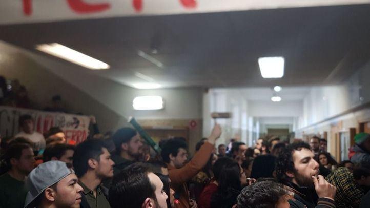 Los estudiantes se manifiestan en contra de la abolición del grado de Ingeniería Civil.
