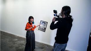 Pared blanca donde estuvo colgada la obra 'Presos políticos en la España contemporánea' del artista Santiago Sierra.