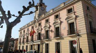 Suspendido un empleado del Ayuntamiento de Alcalá por acoso sexual