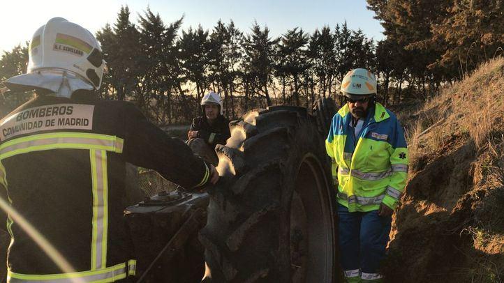Fallece un hombre aplastado por su tractor en Brunete