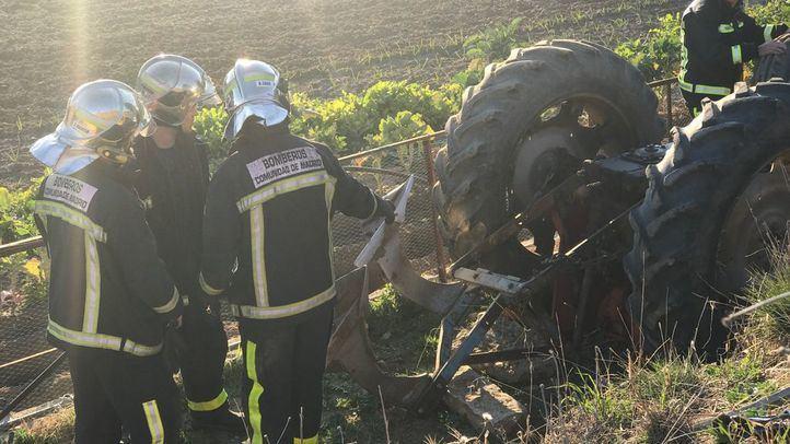 Fallece un hombre aplastado por su tractor