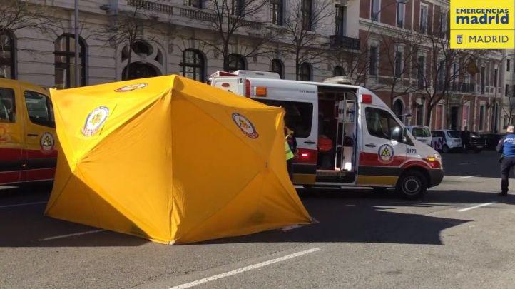 Un camión atropella a una mujer en la calle Montalbán