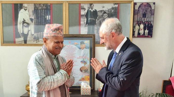 Cueto se entrevista con el expresidente de república de Nepal