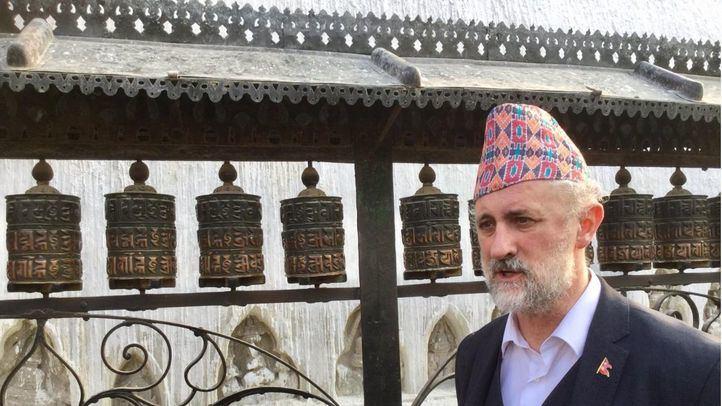 El coordinador general de la alcaldía de Madrid, Luis Cueto, durante la visita al Templo Swayambhunath en Nepal.