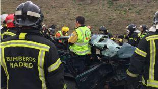 Los servicios de Emergencias rescatan a tres personas heridas en un accidente en la M-301.