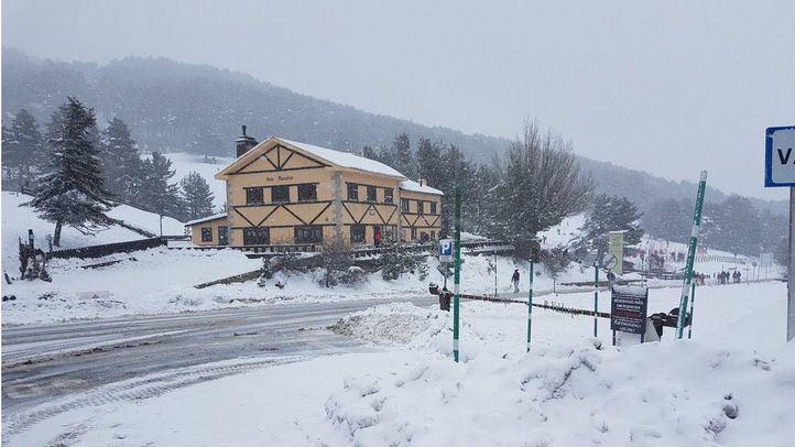 La nieve cierra el servicio de Cercanías entre Puerto de Navacerrada y Cotos