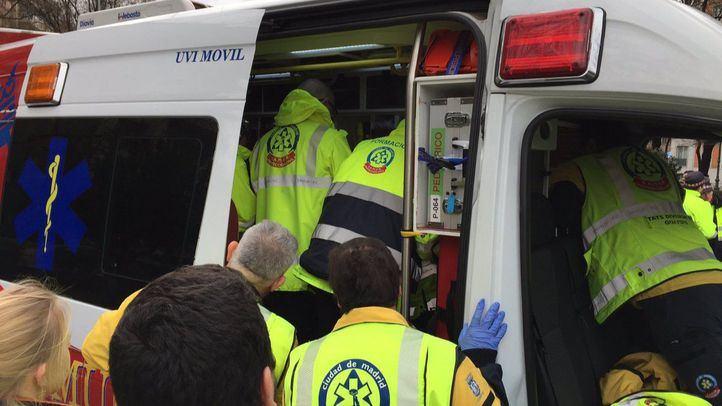 El SAMUR atiende a un participante de la VII Carrera de Bomberos de Madrid, tras sufrir un infarto