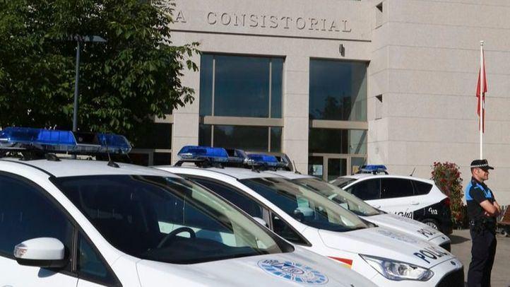 Coches de Policía frente al Ayuntamiento de Leganés.