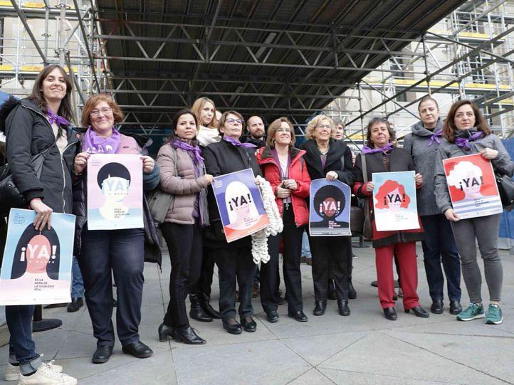 Carmena abandera la protesta de concejalas en Cibeles