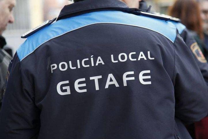 Atropella con un coche robado a un policía local