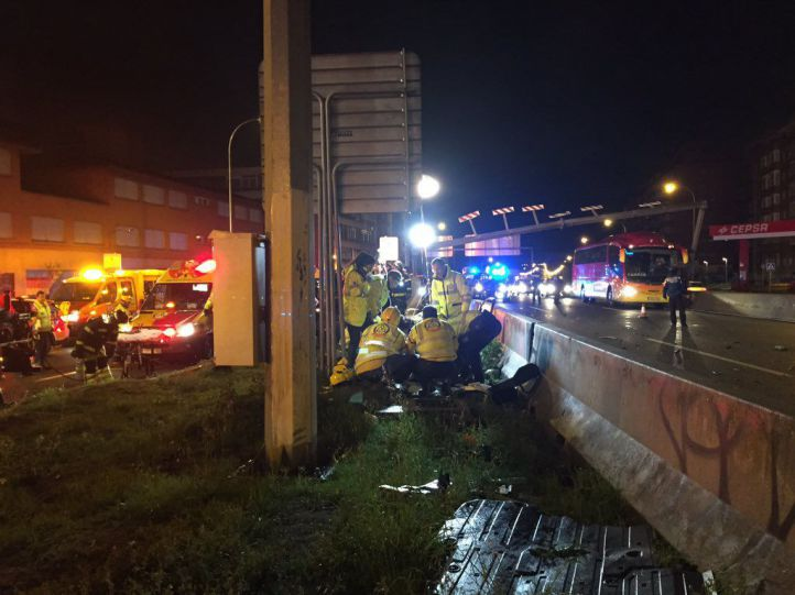 Dos muertos y cuatro heridos en un accidente de tráfico