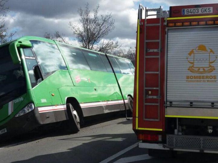 Cuatro heridos en una salida de vía de un interurbano