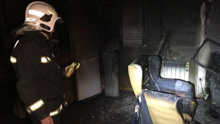 Estado en el que ha quedado una de las habitaciones de la vivienda incendiada.