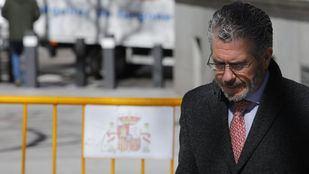 Granados aporta facturas falsas para probar la financiación de Aguirre en 2007