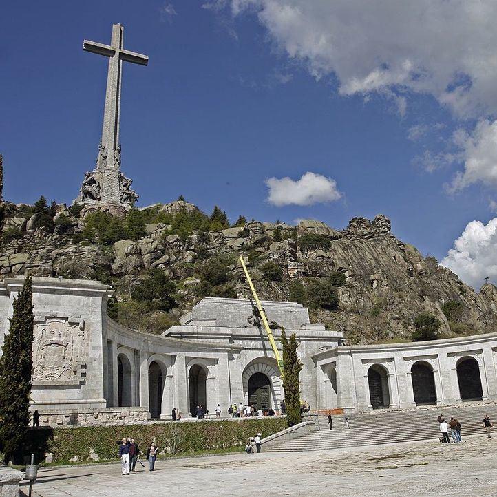 El prior del Valle de los Caídos retira el bloqueo de las exhumaciones