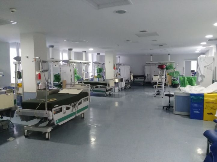 Goteras y humedades obligan a reubicar a cinco pacientes del Hospital Clínico