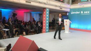 El argentino Agustín Laje, en el Ignacio Arsuaga, presidente de HazteOir, en el I Congreso Internacional sobre Género, Sexo y Educación