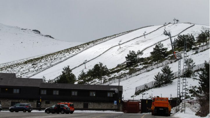 El temporal obliga a mantener cerrada Valdesquí hasta el jueves