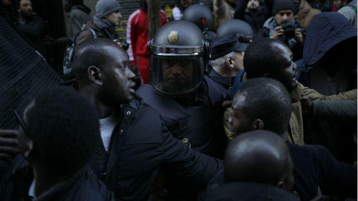 Más disturbios en Lavapiés: un detenido y cinco policías heridos