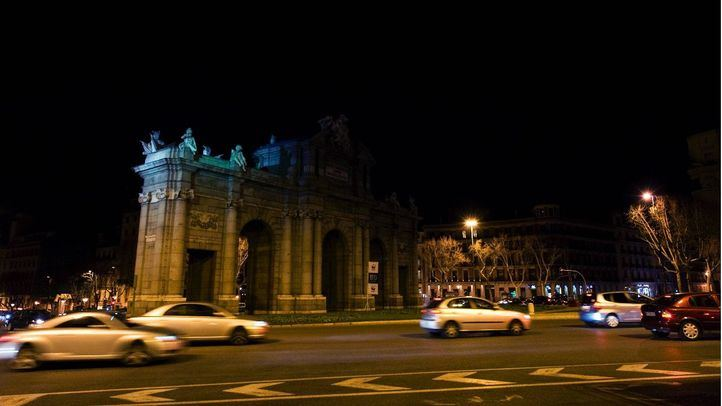 La Puerta de Alcalá, a oscuras durante la Hora del Planeta del año pasado