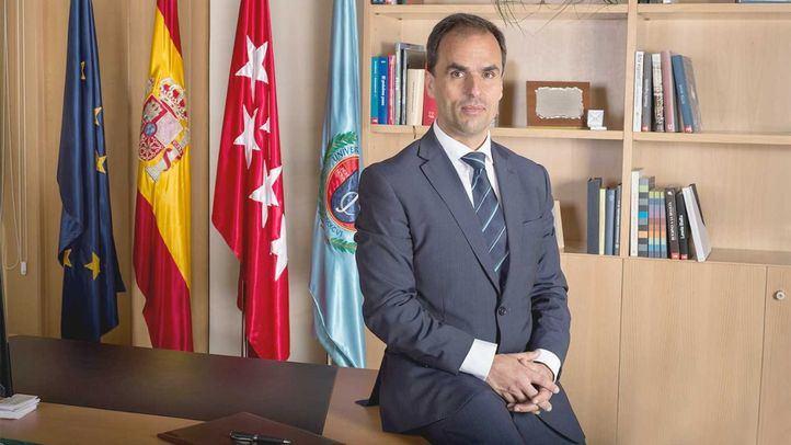 Javier Ramos, rector de la Rey Juan Carlos, compareció en rueda de prensa la mañana que estalló el escándalo, antes de que la propia Cifuentes diera explicaciones.