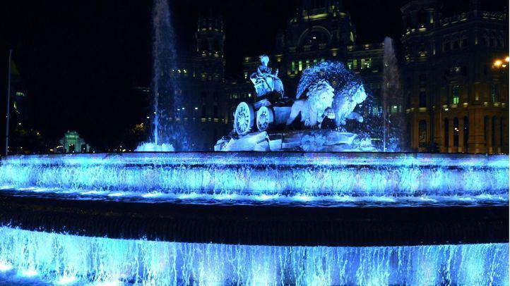La Cibeles iluminada de azul por el Día Mundial de Concienciación sobre el Autismo.