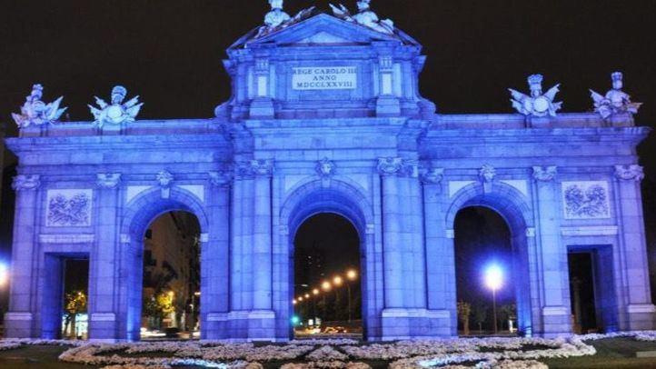 Edificios emblemáticos de toda España se tiñen de azul por el autismo