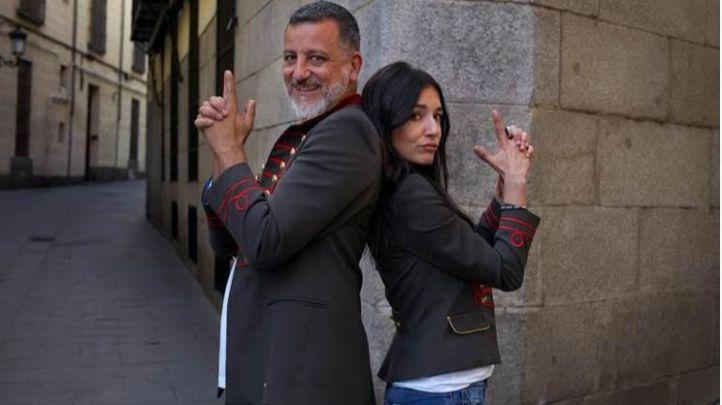 David Botello y Carmen Sánchez Risco conducen el nuevo programa 'Esto es otra historia'.