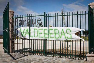 Imagen de archivo de una pancarta colocada por los vecinos.