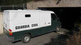 Imagen de archivo: Furgoneta de la Guardia Civil.