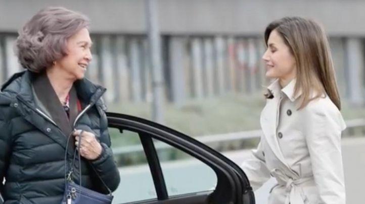 Las reinas Letizia y Sofía hacen las paces en público