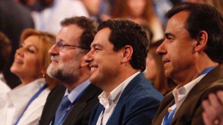 Maria Dolores de Cospedal, Mariano Rajoy y Fernando Martínez Maillo en la convención nacional del PP de este fin de semana en Sevilla.