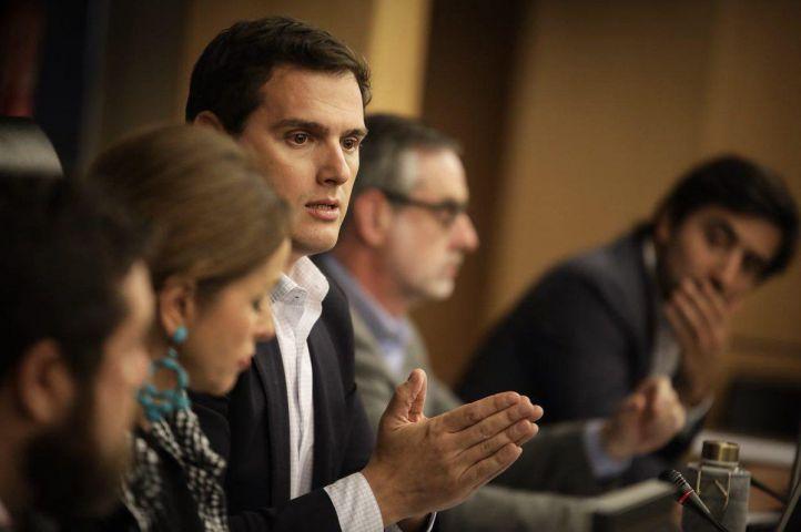 Rivera pide a Rajoy un candidato interino para seguir la 'vía murciana'