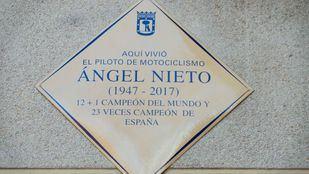 Descubrimiento de la placa en horno al piloto vallecano Ángel Nieto con la presencia de sus familiares más cercanos.