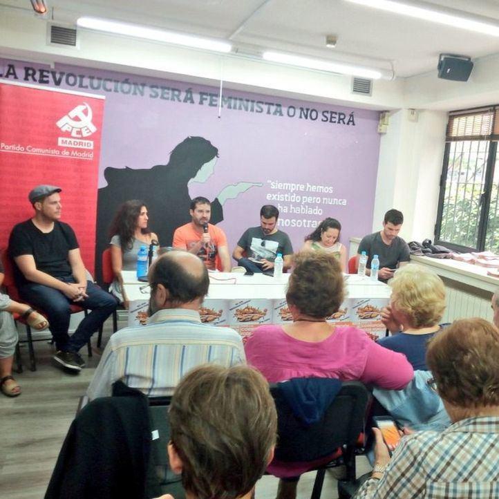 Acto del PCM con el secretario general de la formación, Álvaro Aguilera, y Alberto Garzón, líder de Izquierda Unida.