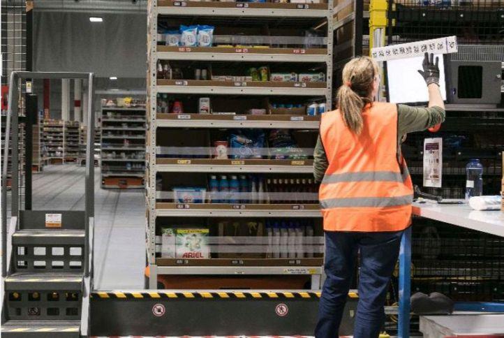 Trabajadores de Amazon vuelven a la carga contra los 'recortes'