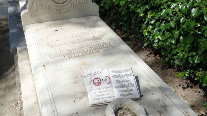 Tumba de Antonio García Quejido, primer secretario general del Partido Comunista de España en el Cementerio Civil.