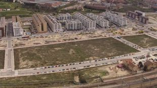 Vistas del barrio de Arroyo Fresno donde se sitúa la estación de Cercanías y Metro de Pitis.