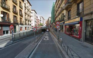 Entrada al túnel que da paso al párking de la Plaza Mayor.