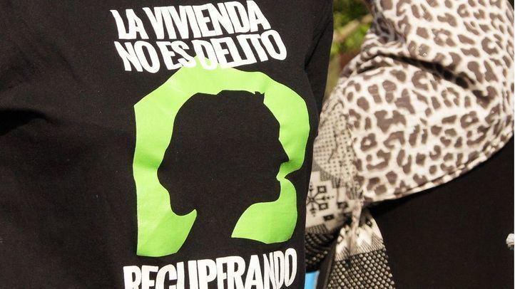 Camiseta que reza 'La vivienda no es delito'.