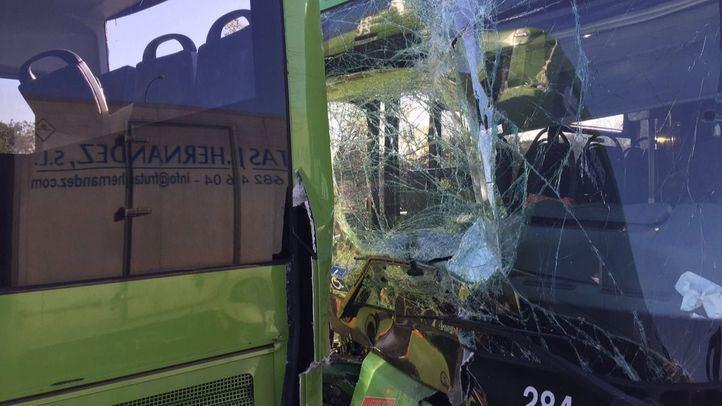 El choque entre dos autobuses interurbanos en la A-6 se salda con 26 heridos leves.