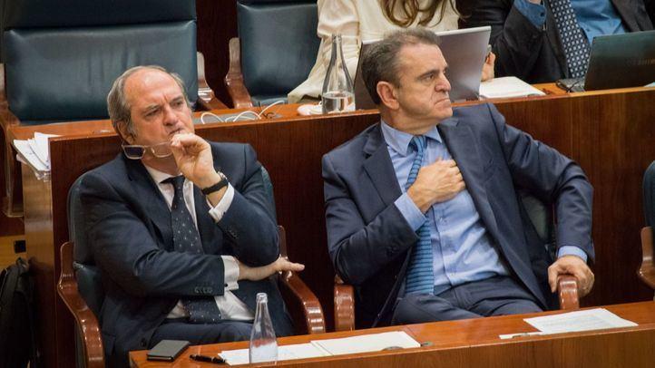 Ángel Gabilondo y José Manuel Franco, en el Pleno de la Asamblea.