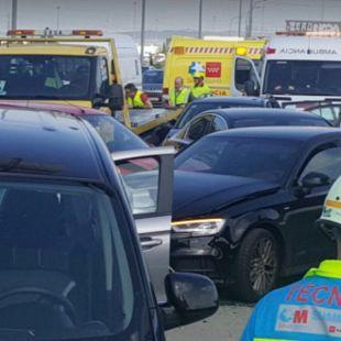 Ocho heridos leves tras una colisión entre nueve vehículos