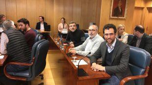 Alberto Oliver junto a otros dos diputados de Podemos en la Comisión de Investigación de la presencia del Amianto en el Metro de Madrid