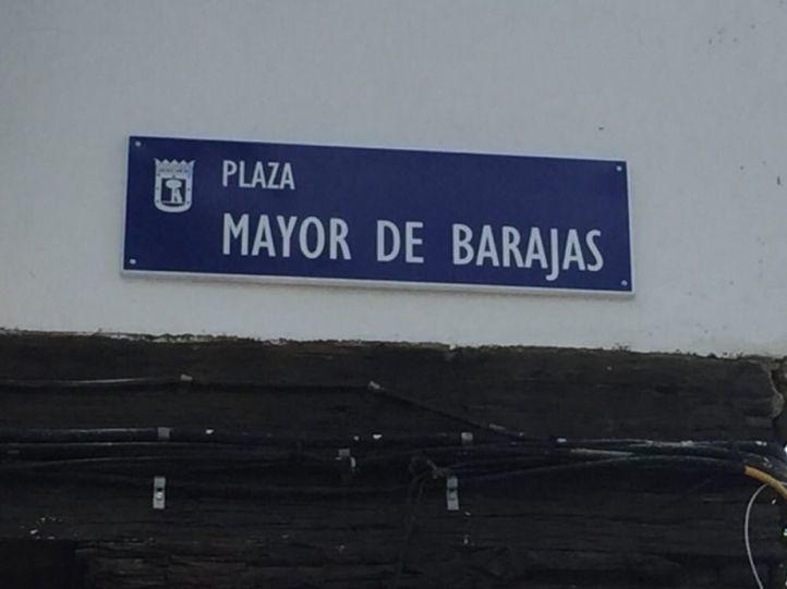 Latina y Barajas dicen adiós a sus placas franquistas